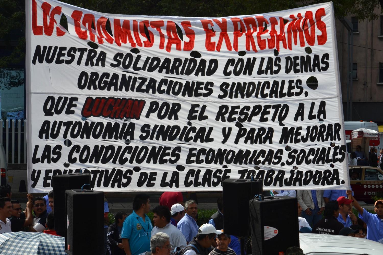 Plantón Cámara de Senadores contra la Reforma a la LFT, 2 de octubre